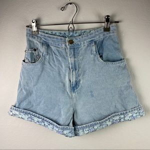 Vintage high waisted floral cuff mom jean shorts